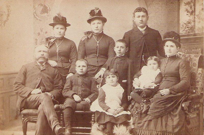 1886 Minicola Family Portrait