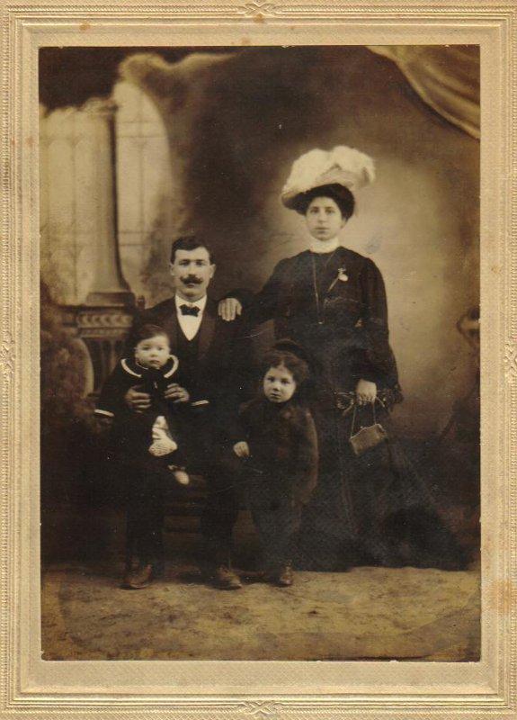 Minicola Family
