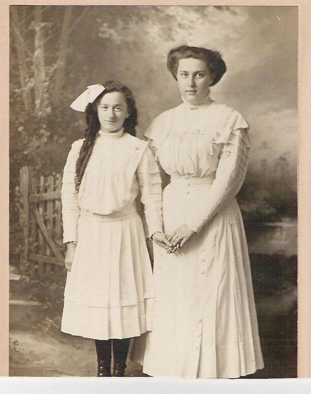 Minicola Sisters