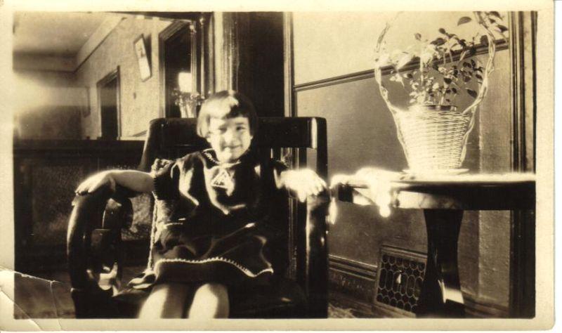minicola-1926-anna-sitting-in-chair