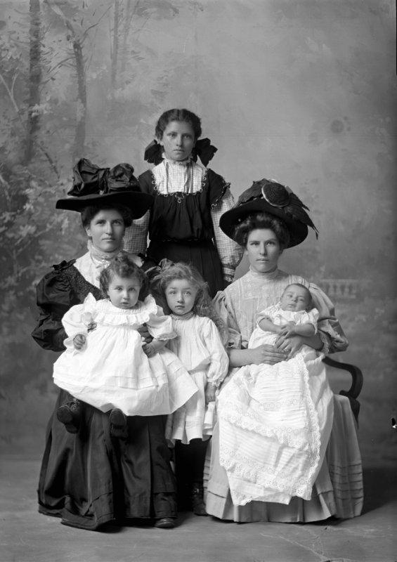Luisi Sisters